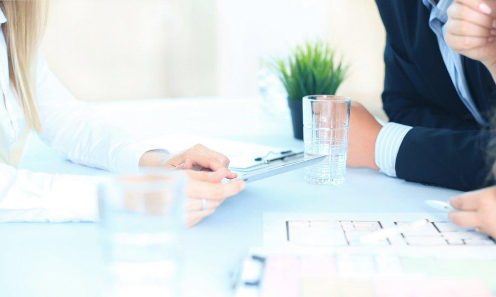 Agenti immobiliari in riunione