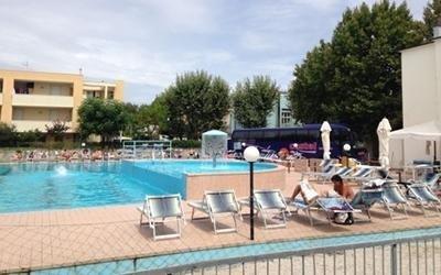 Centro relax con piscina