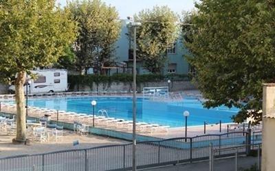 Struttura vacanze con piscina