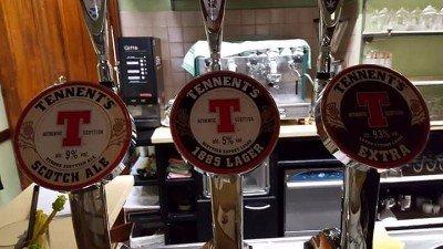 tre spinotti di birra con logo Tennent's