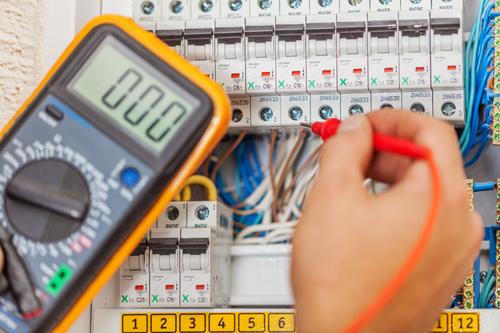 Technician checking fault with amperage