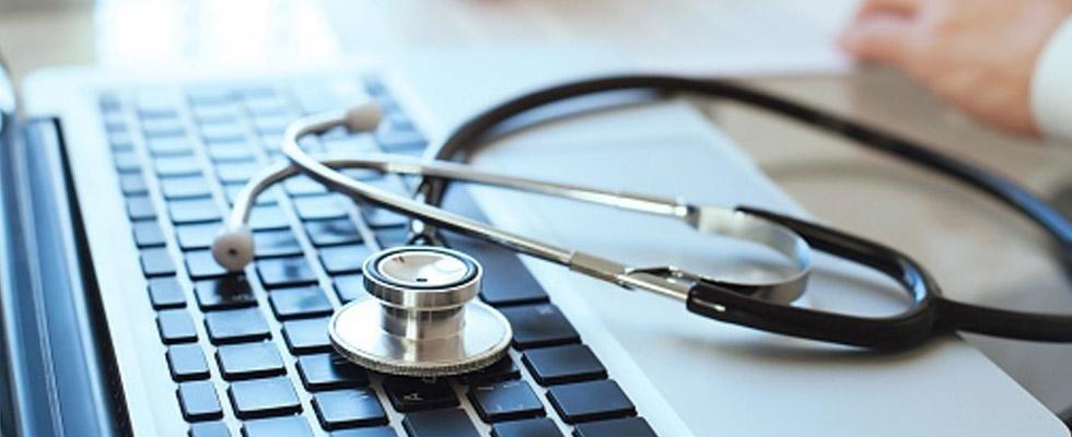 stetoscopio sul computer di un medico