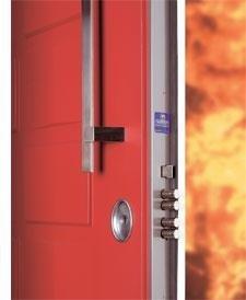 una porta blindata di color arancione