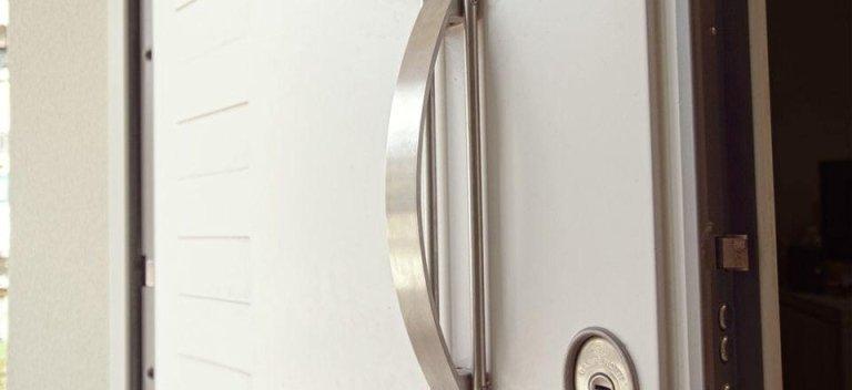 una maniglia d'una porta