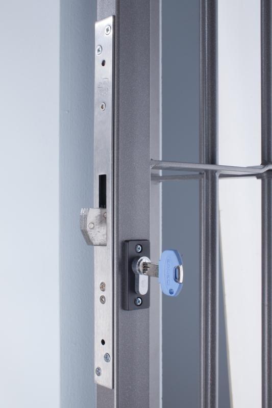 una serratura con una chiave