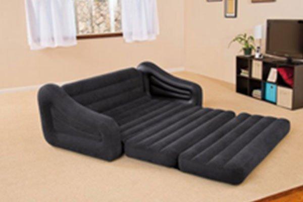 un divano letto nero a d acqua