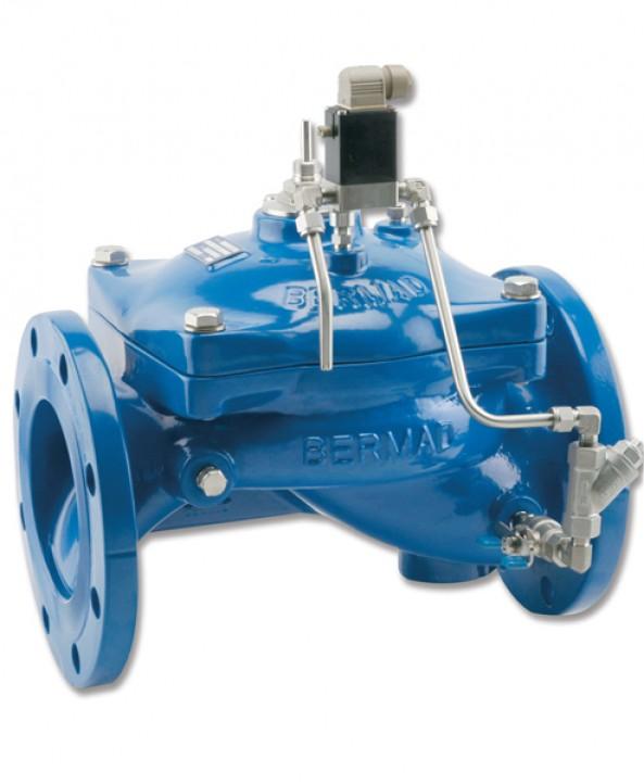 Bocchettone d'entrata per i tubi da irrigazione blu