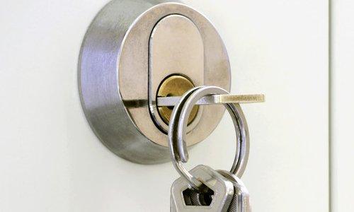 door lock with hanging key