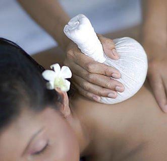 una donna durante un massaggio