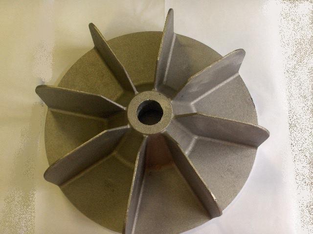 Oggetto metallico con raggi e foro al centro