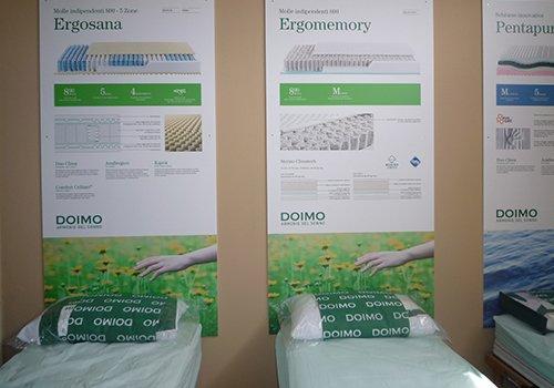 tre materassi singoli e dei cuscini della marca Doimo