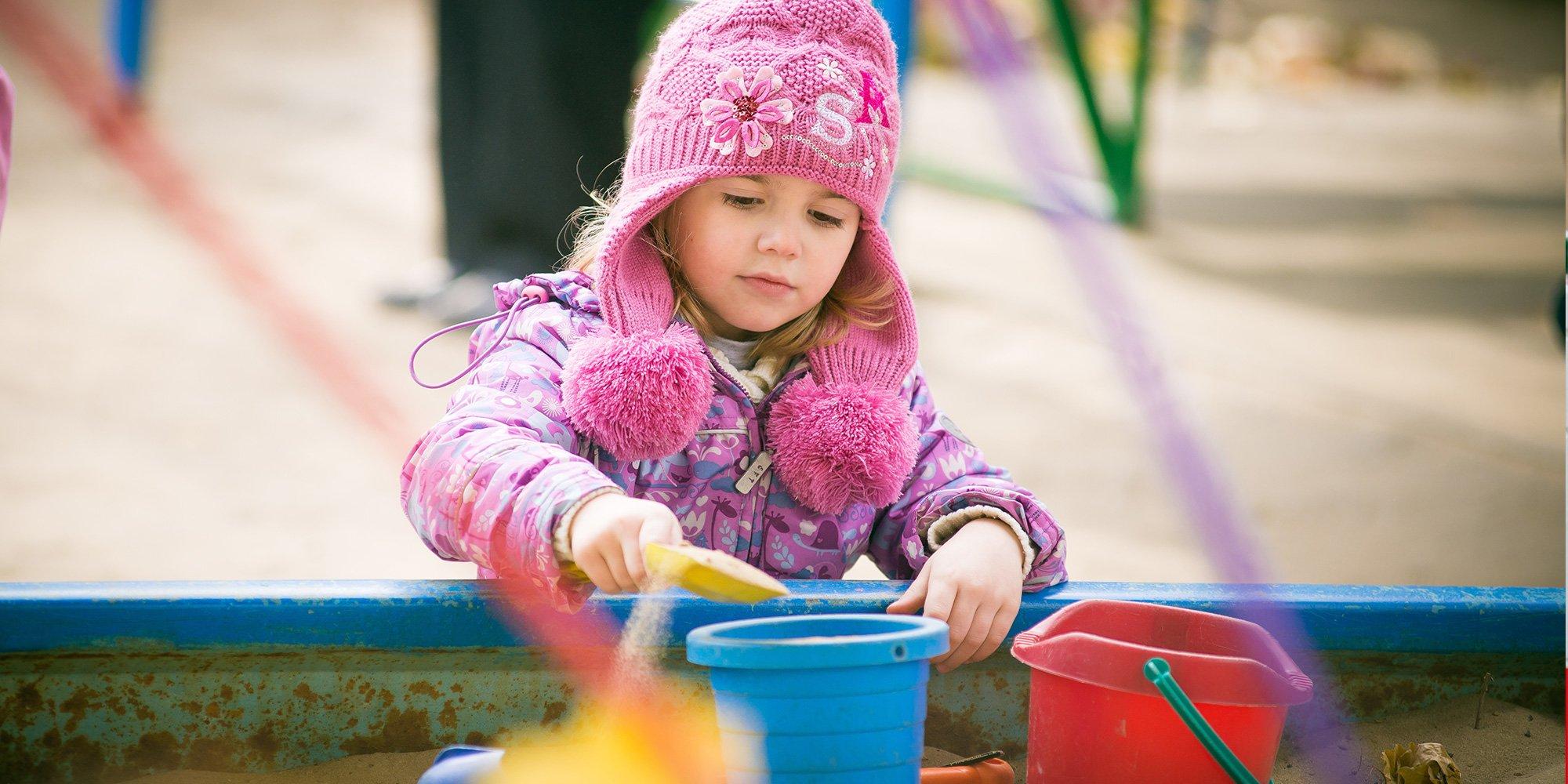 Gruppo dei bambini gioca insieme presso L'Accademia Dei Bambini a Vigevano