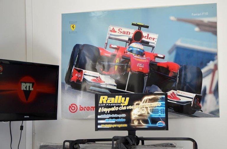 Poster con l'immagine di un Formula 1