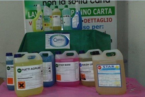 prodotti per la pulizia in liquido