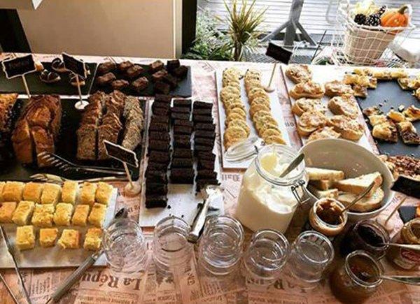 Tavola apparecchiata al Life Coffee Bakery a Gallarate