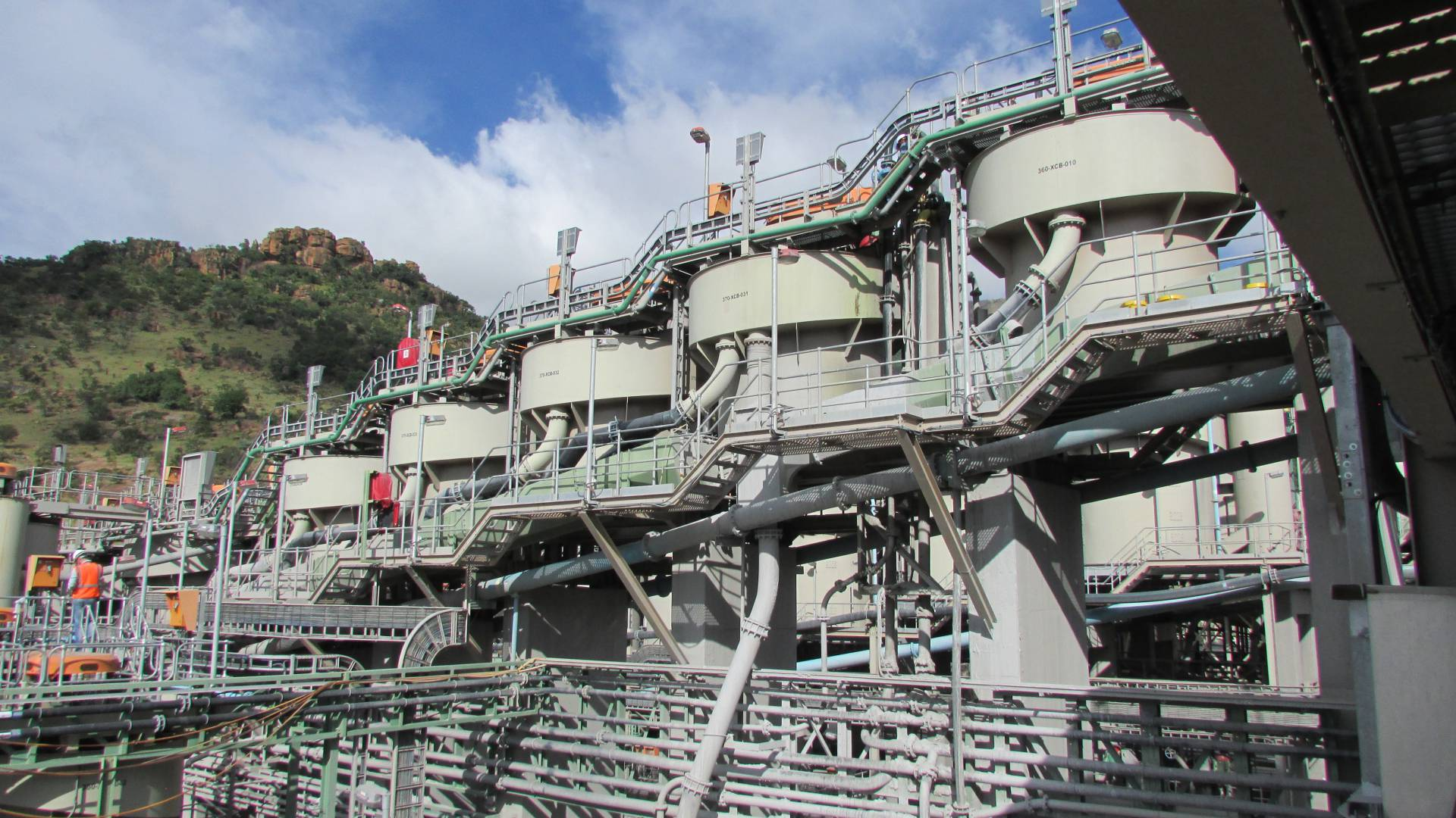 Level measurement in flotation banks in mines