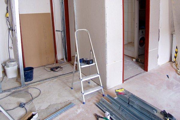 Costruzione di nuove pareti in cartongesso in appartamento a Recco