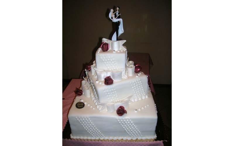 torta matrimonio quadrata a tre piani