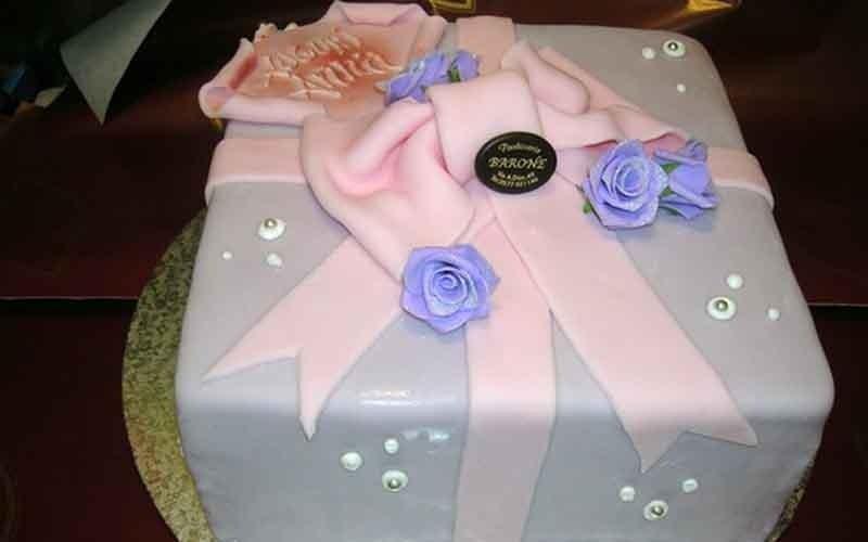 torta con pasta di zucchero