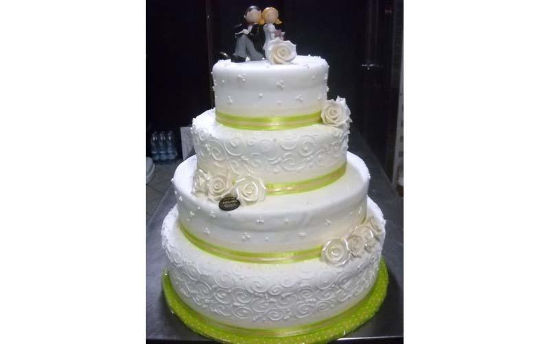 torta matrimonio con rose e fasce