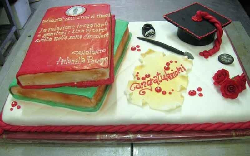 realizzazione torte di laurea