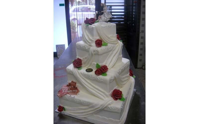 torta matrimonio con rose