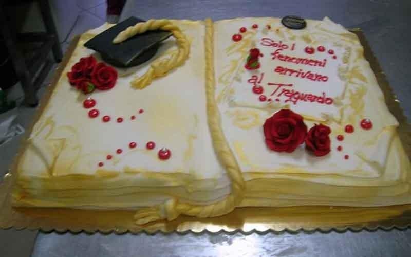 realizzazione torte di laurea personalizzate