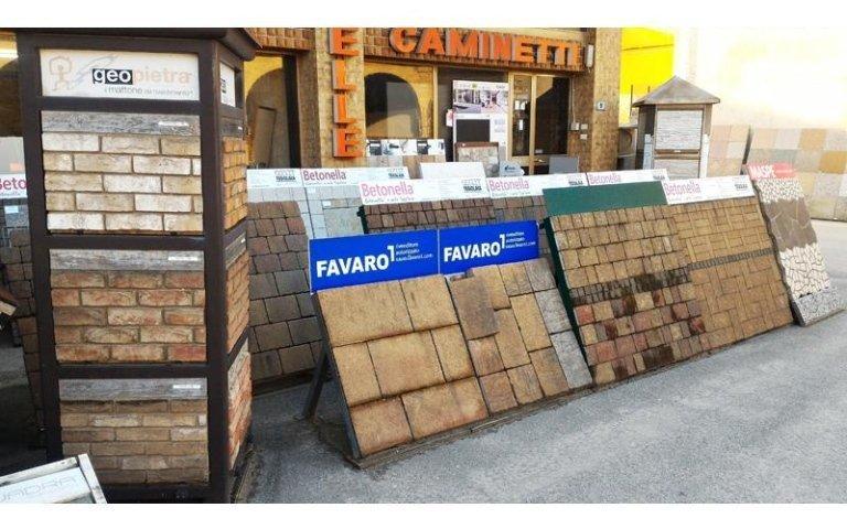 pannelli con mattonelle per esposizione
