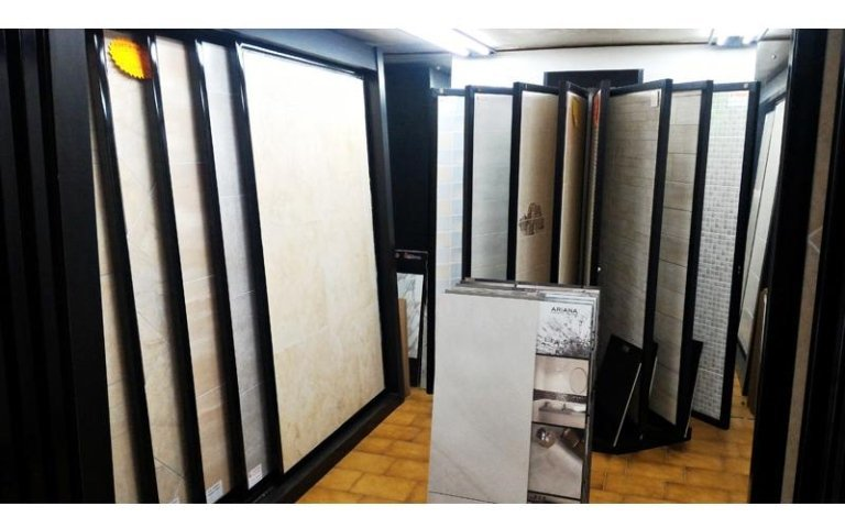show room piastrelle diversi materiali