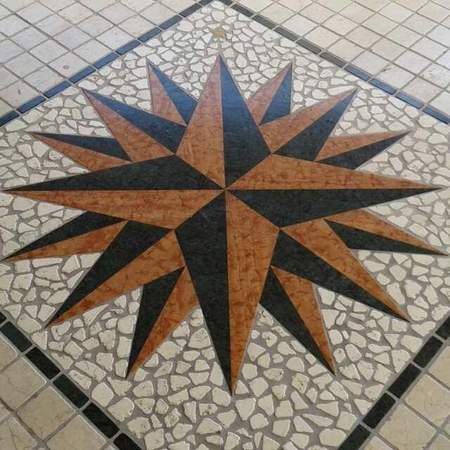 pavimento con decorazione a stella