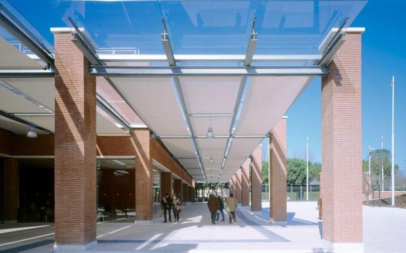 Exterior horizontal blinds