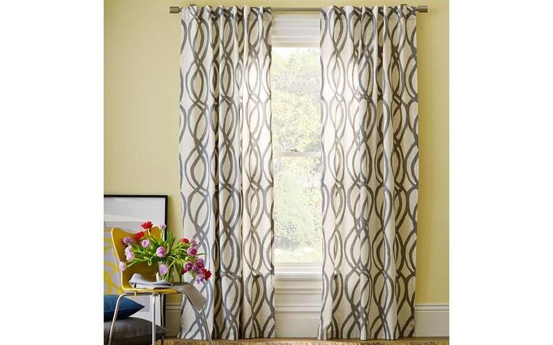 Furnishing curtains at Villa Duino