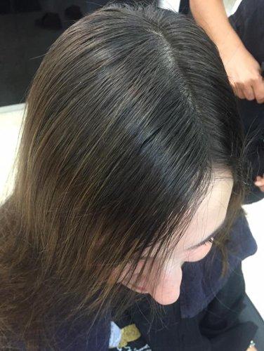 capelli lisci e laccati di una cliente