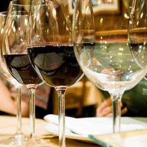 calici di bicchieri di vino