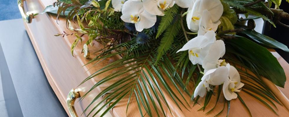 bara con fiori bianchi sopra
