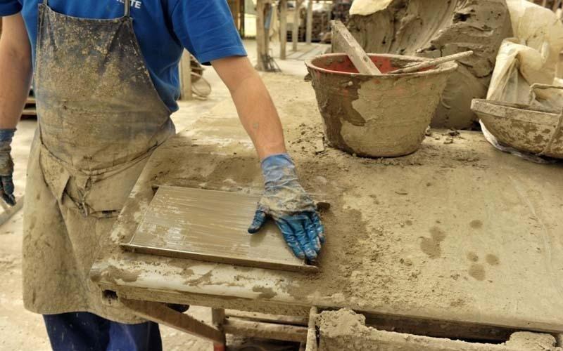 lavorazione manuale argilla