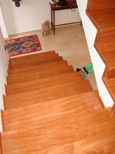 scalinata a giorno in legno