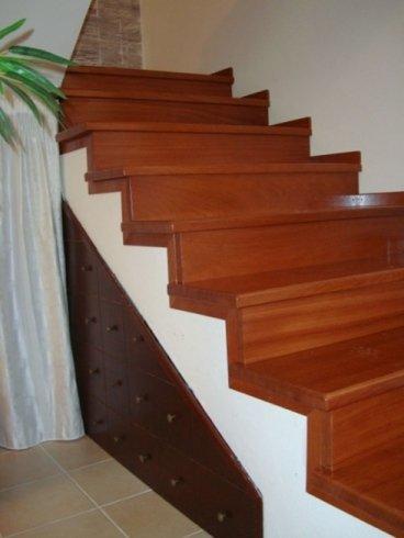 particolare rivestimento scalinata