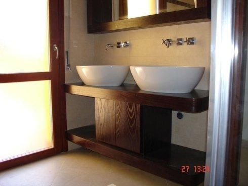 mobili in legno arredo bagno