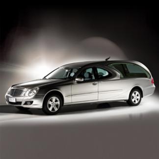 Auto funebri di lusso argento metallizzato del marchio Mercedes