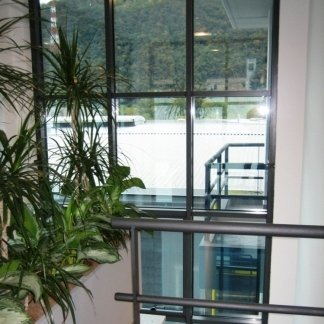 serramenti in alluminio per edifici commerciali