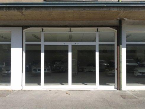 serramenti in alluminio per showroom e attività commerciali
