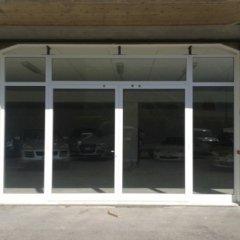 serramenti in alluminio per vetrate showroom e negozi