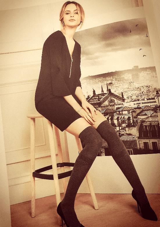modella con calze lunghe invernali
