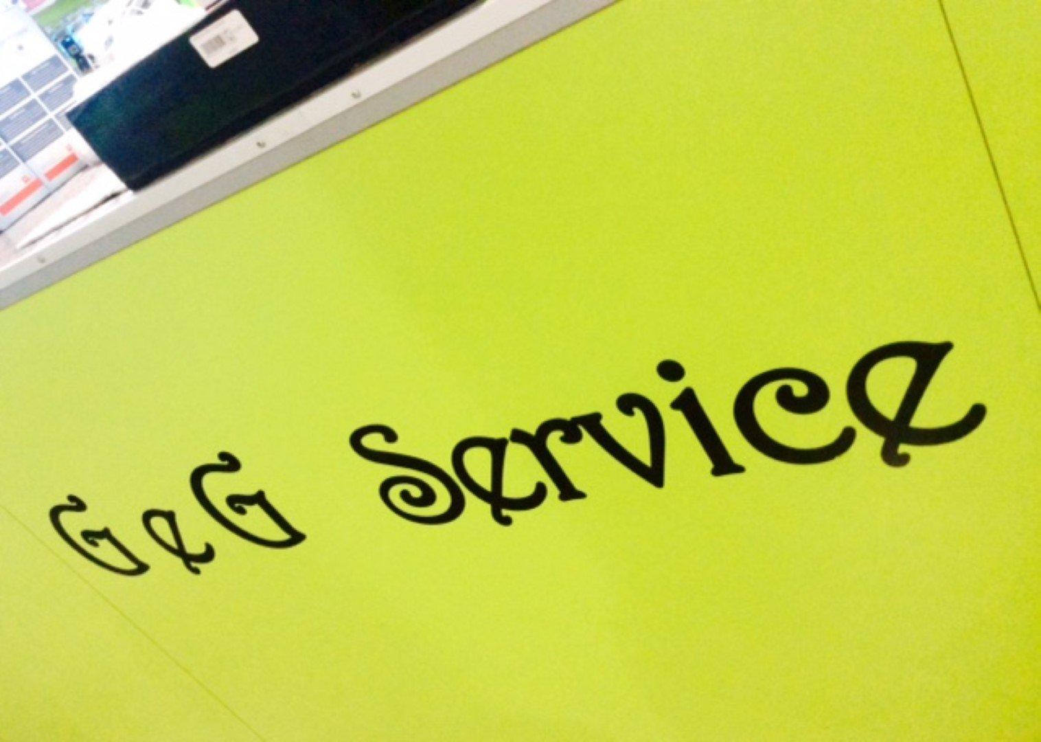 Scritta G&G Service su sfondo verde