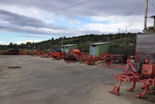 preparazione dei terreni con il trattore