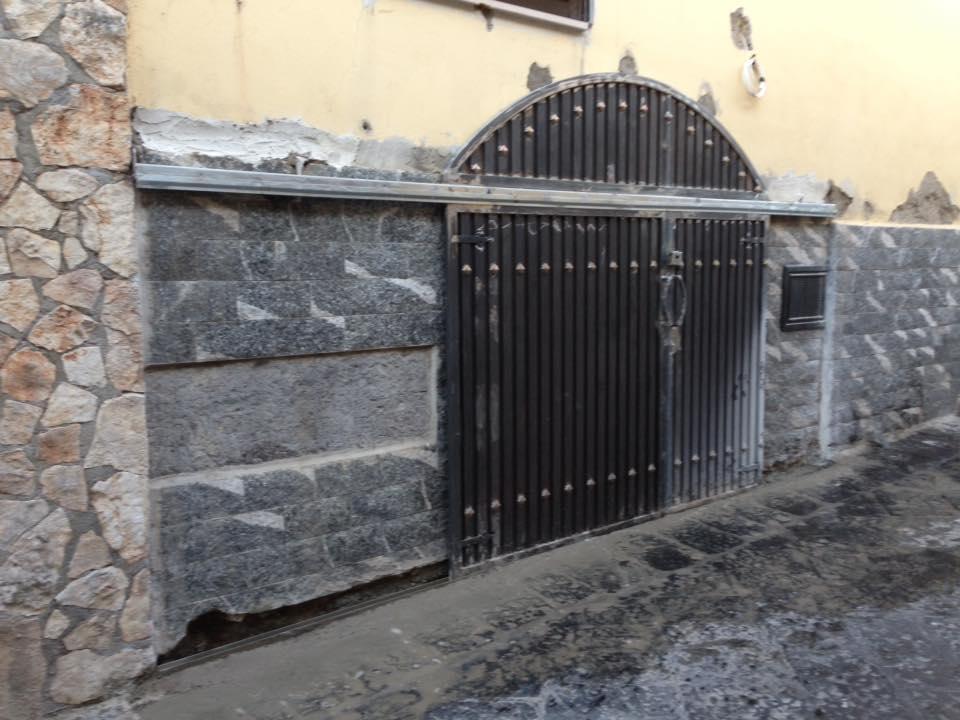 Cancello in ferro a Napoli
