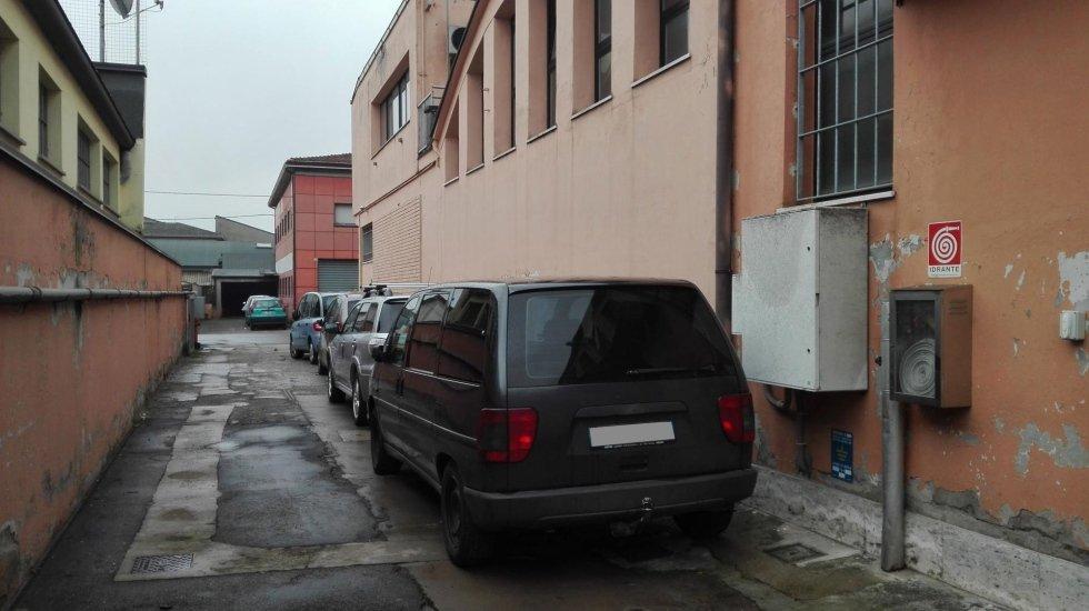 Autofficina con parcheggio custodito