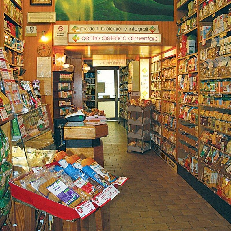 interno negozio con prodotti biologici