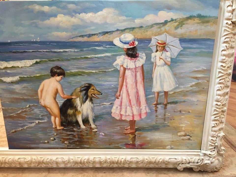 quadro che mostra dei bambini al mare con un cane